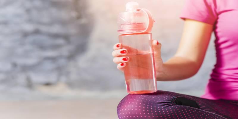 تاثیر آب بر عضلانی و صاف شدن شکم