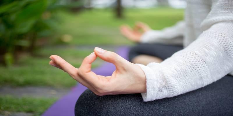 یوگا به آرامش شما در دوران قاعدگی کمک میکند