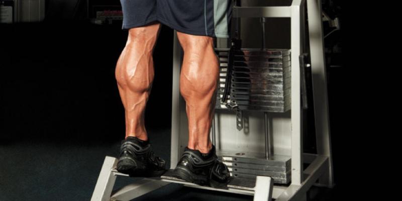 ورزش با استفاده از دستگاه ساق پا ایستاده