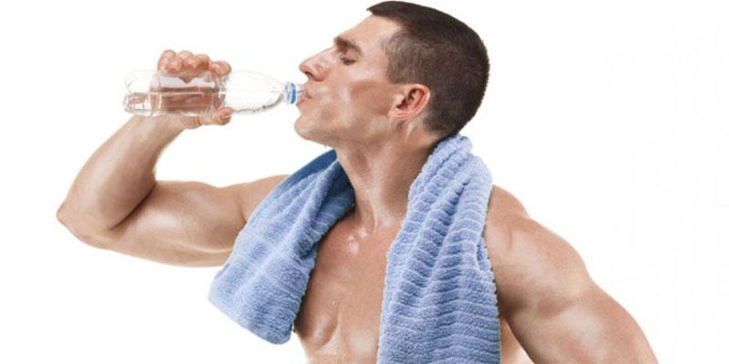 اهمیت-نوشیدن-آب-در-ورزشکاران