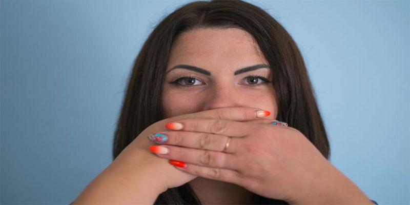 حس کردن بوی بد در دهان
