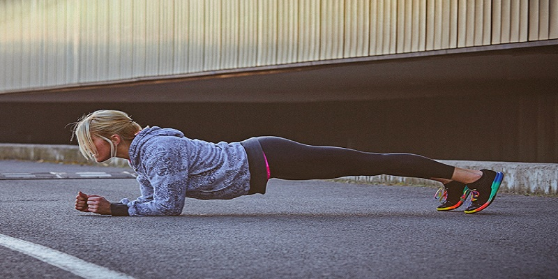 پلانک-در-حرکت-برای-لاغر-کردن-بازو