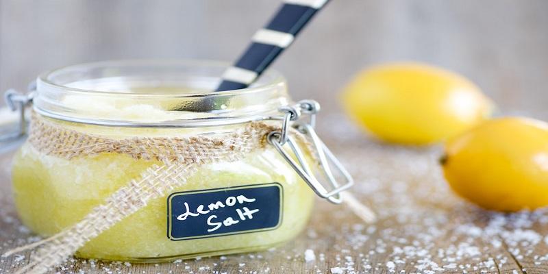اسکراب-نمک-و-لیمو-برای-جوش-سرسیاه