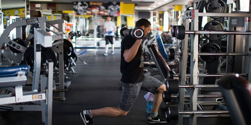 تمرین-بدون-برنامه-مشخص-و-منظم-آفت-عضله-سازی