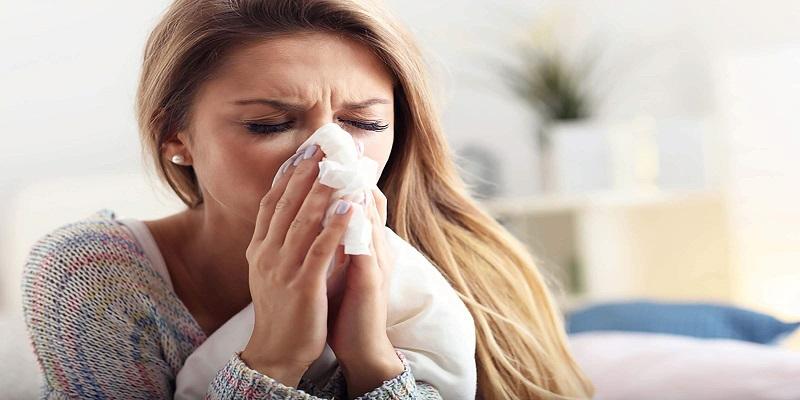 با-فارنژیت-یا-التهاب-گلو-آشنا-شوید-عطسه